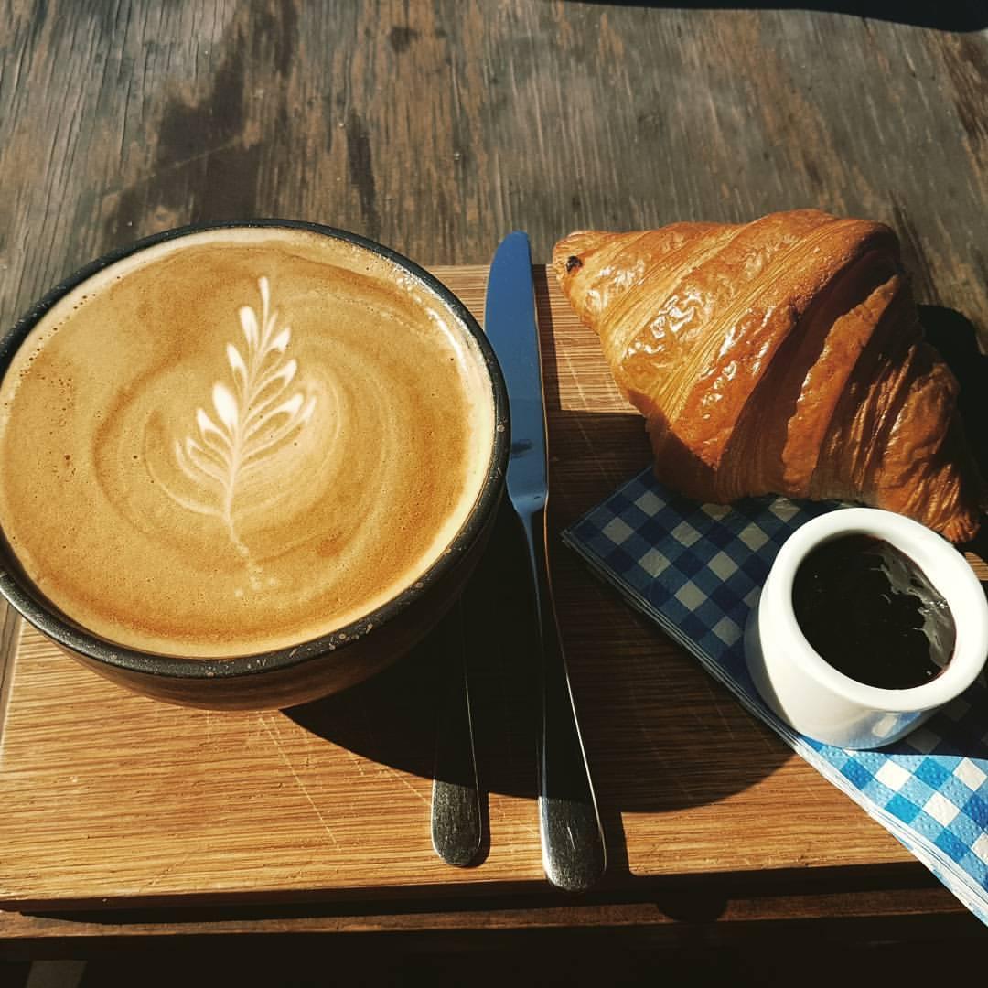 Cafe Au Lait & Croissant -