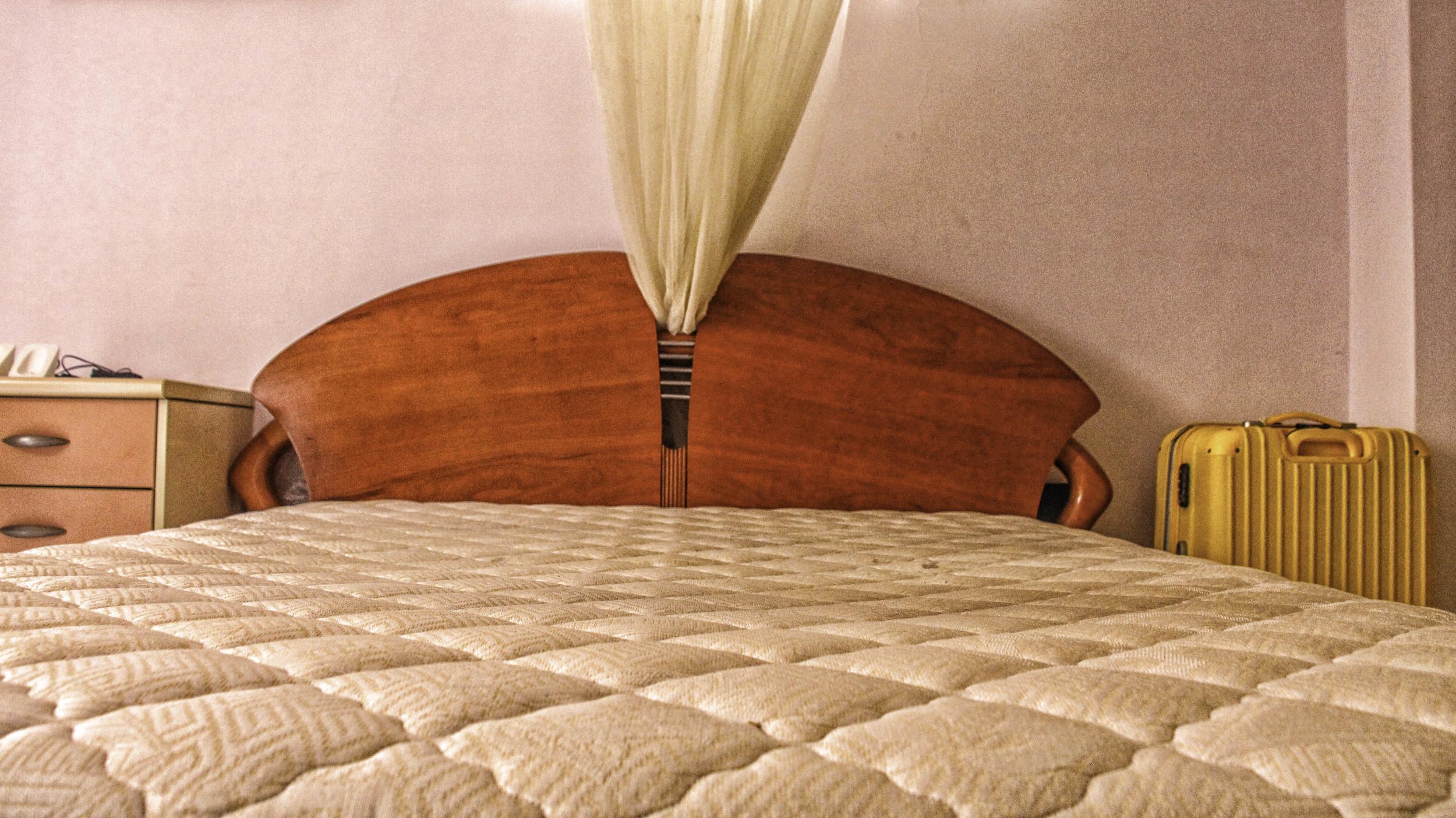 父母親的臥房,擺著媽媽環遊世界的白日夢。