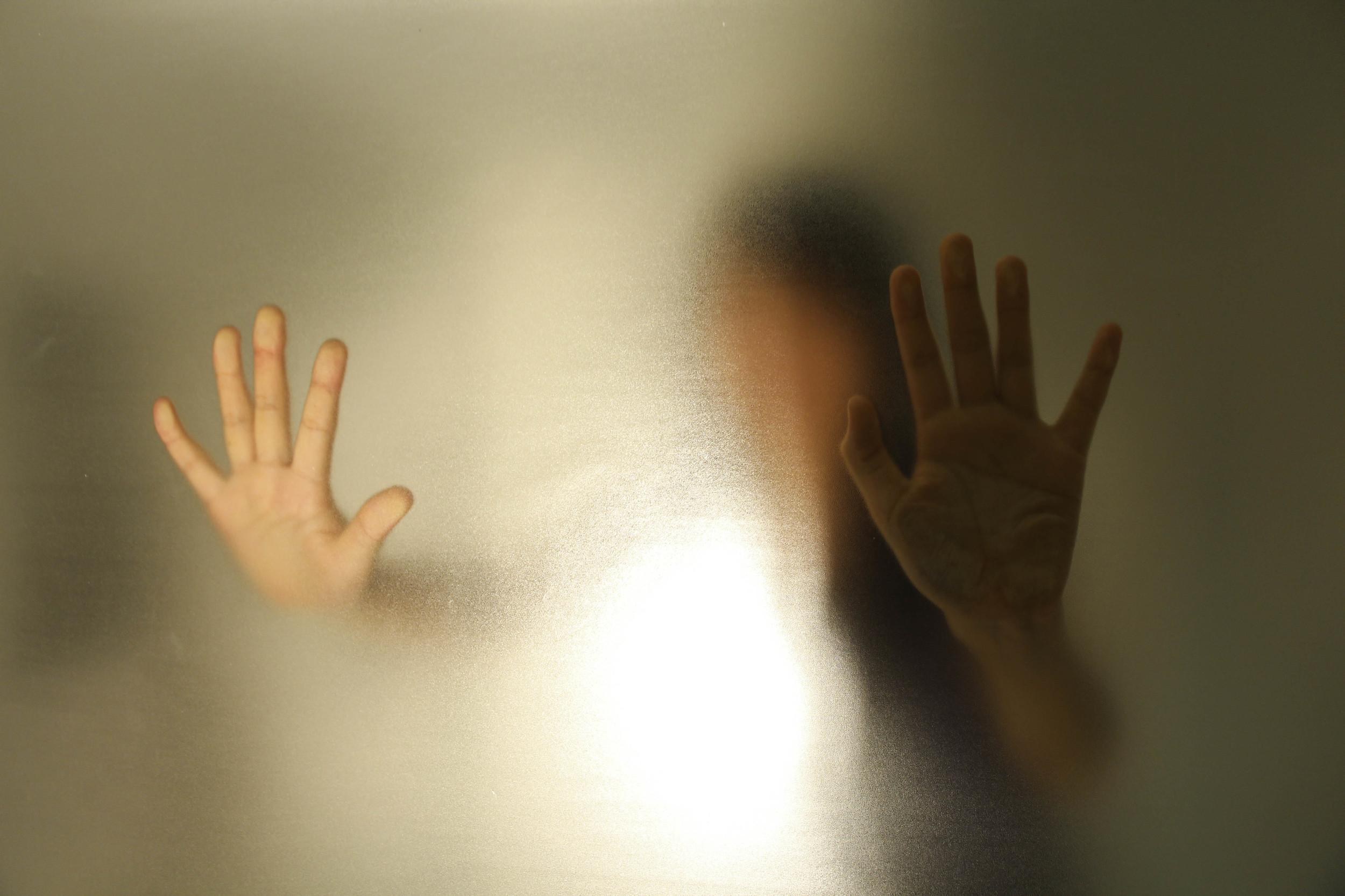 在極少的身體移動空間,重返嬰兒時期之鏡像階段,一個自我初步形成的開始,使被壓抑者赤裸,曉你不知道你知道的,名無意識。   I made a box with wood and acrylic sheets and pasted lots of mirrors inside which let people go inside to experience the mirror stage of infancy, a start of self initially formed, to make the repressed personality to expose. I also set a infrared sensor light ouside the box, so when people get close to it, the light will illuminate the box, and the people staying in the box will feel like being in an unknown space which will release your unconscious.
