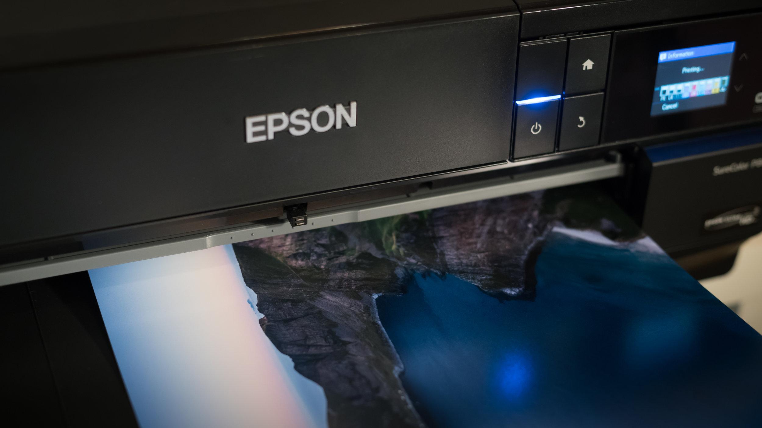 Du lærer hvordan du printer korrekt på ulike papirtyper fra ulike produsenter. Ta med egen fotoprinter og papir hvis du har, så får du hjelp til å lage riktig oppsett.