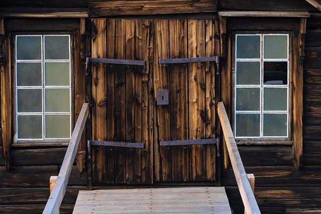 Røros, Norway. #røros #trøndelag #visitrøros #door #windows