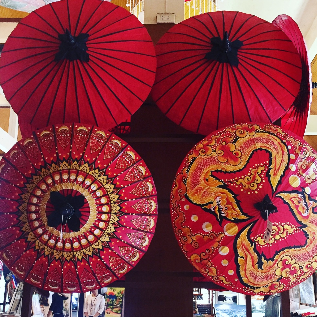 "Bo Sang Handicraft Centre outside Chiang Mai - the ""Umbrella Village"""