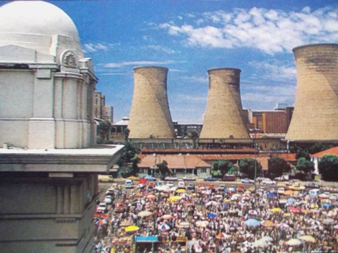 Newtown circa 1985, an active Saturday market with a view of the power station cooling towers which had yet been demolished. Pic from the internet.