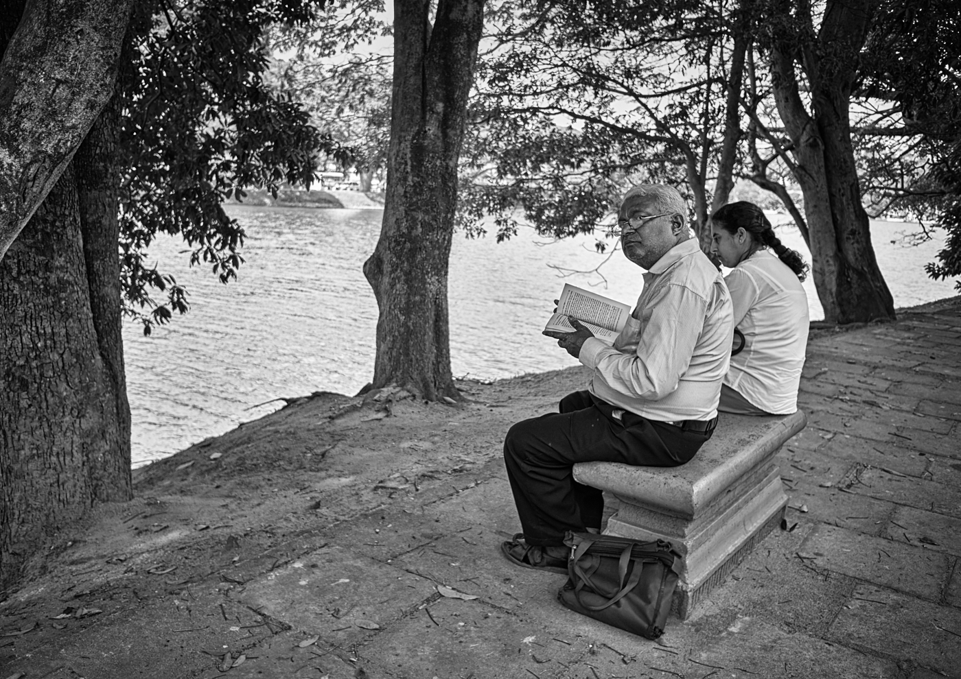 Reading by the lake Kandy 1.jpg