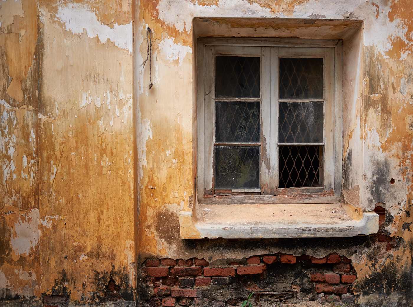 Crumbly walls 1