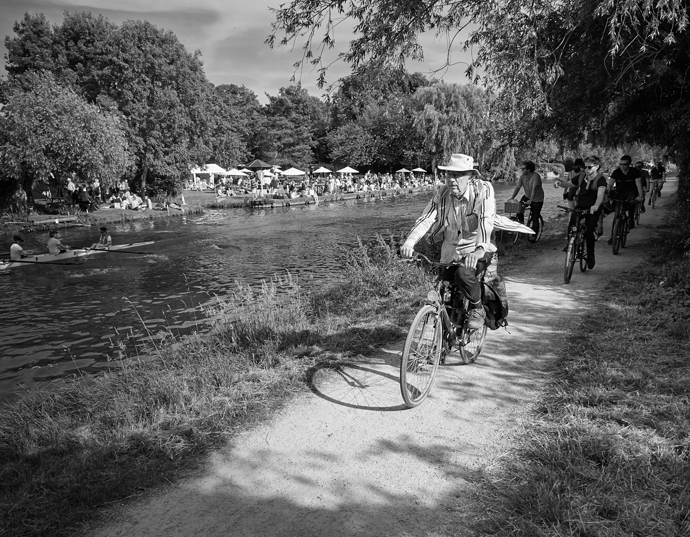 Old timer on the towpath1400x1050 sRGB.jpg
