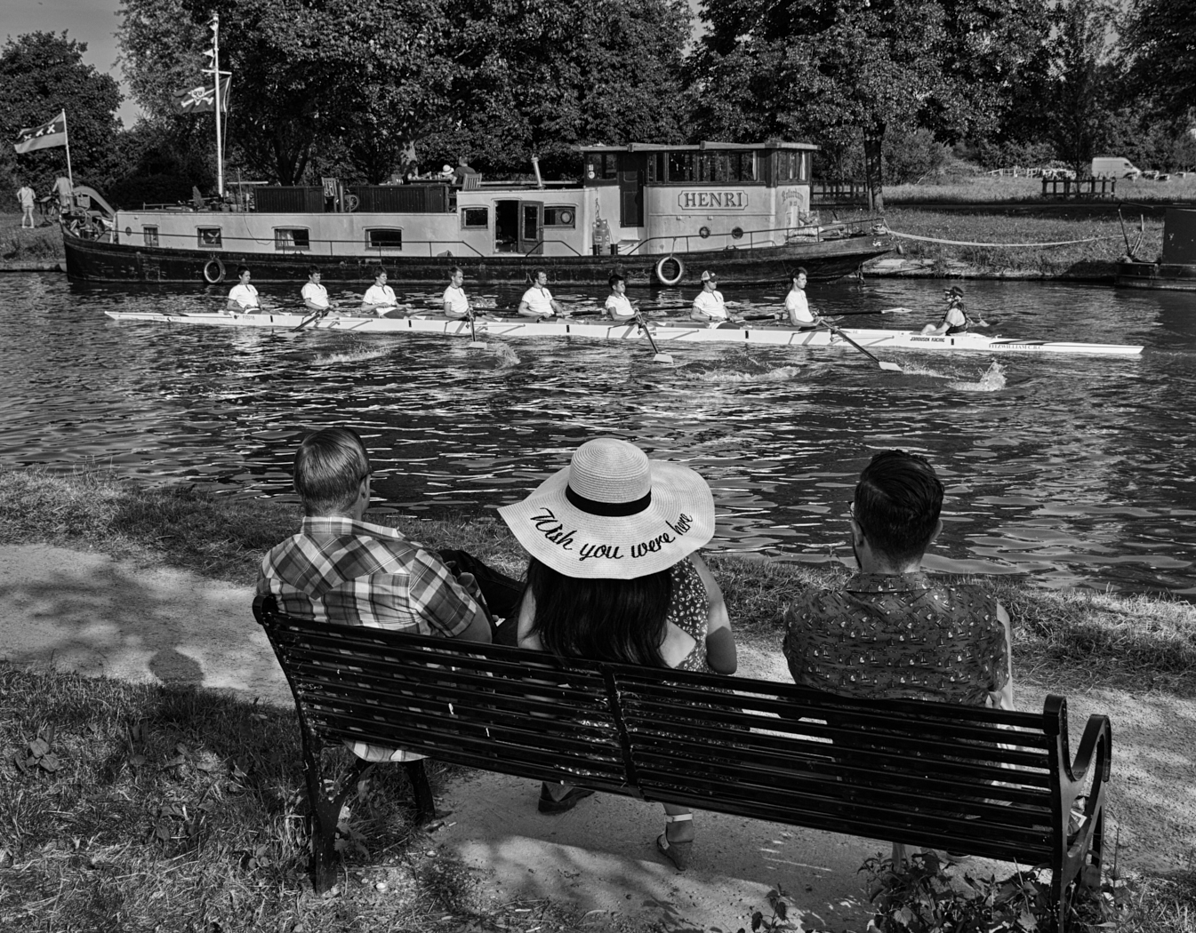 Watching the rowing1400x1050 sRGB.jpg