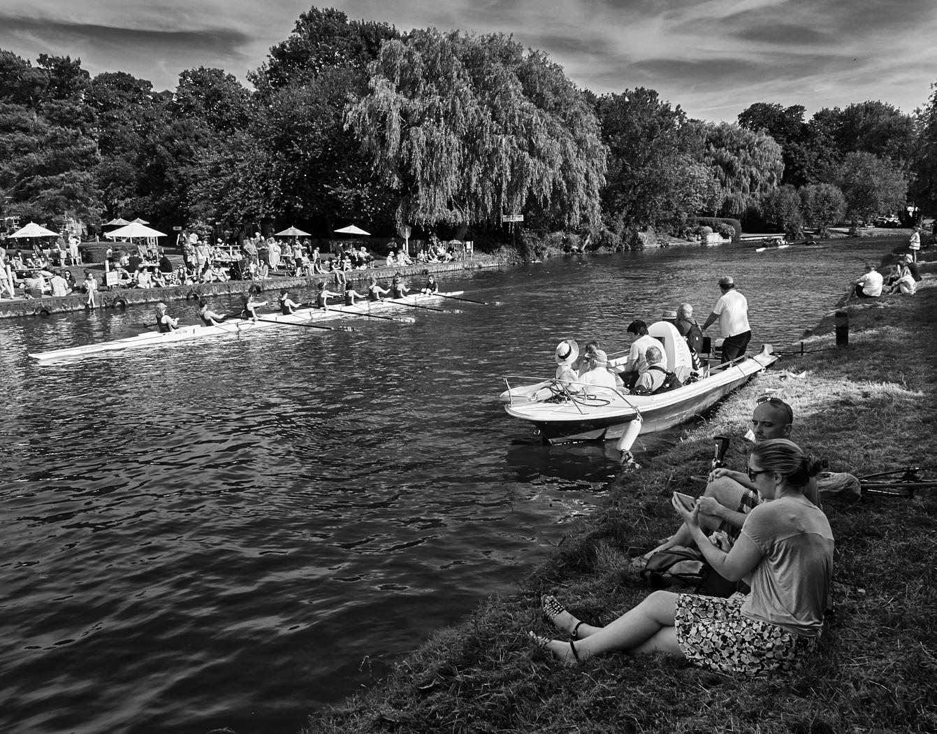 Watching the rowing21400x1050 sRGB.jpg