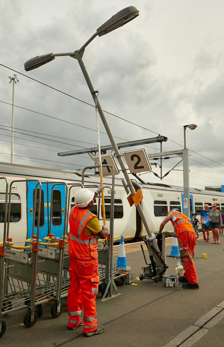 Painting the station1600x1200 sRGB.jpg