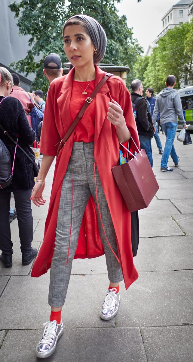 Fashionista1600x1200 sRGB.jpg