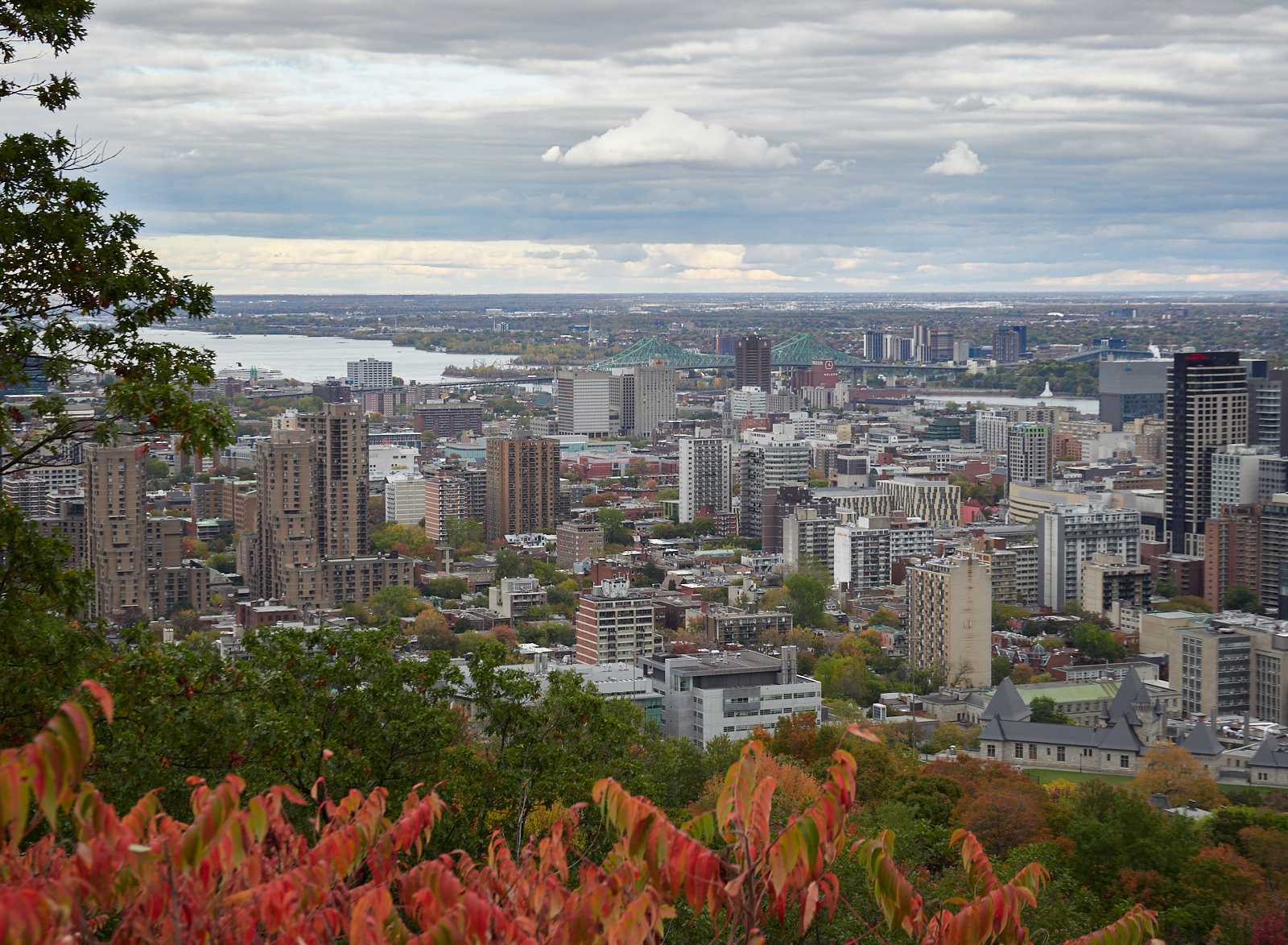 Montreal in the Fall1600x1200 sRGB 3.jpg