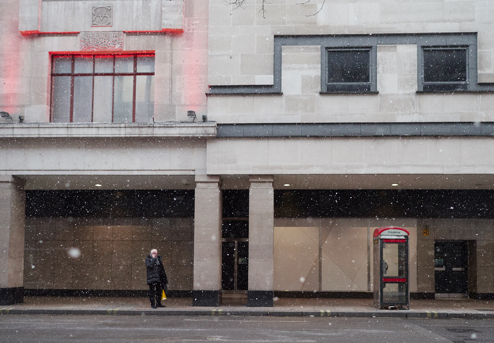 Phoning home in the snow1600x1200 sRGB.jpg