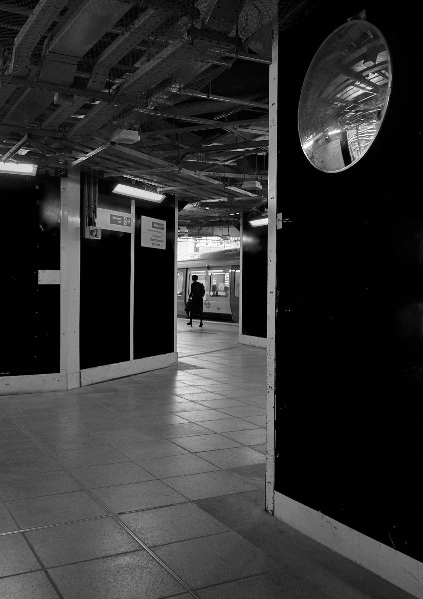 Whitechapel station1600x1200 sRGB 1.jpg