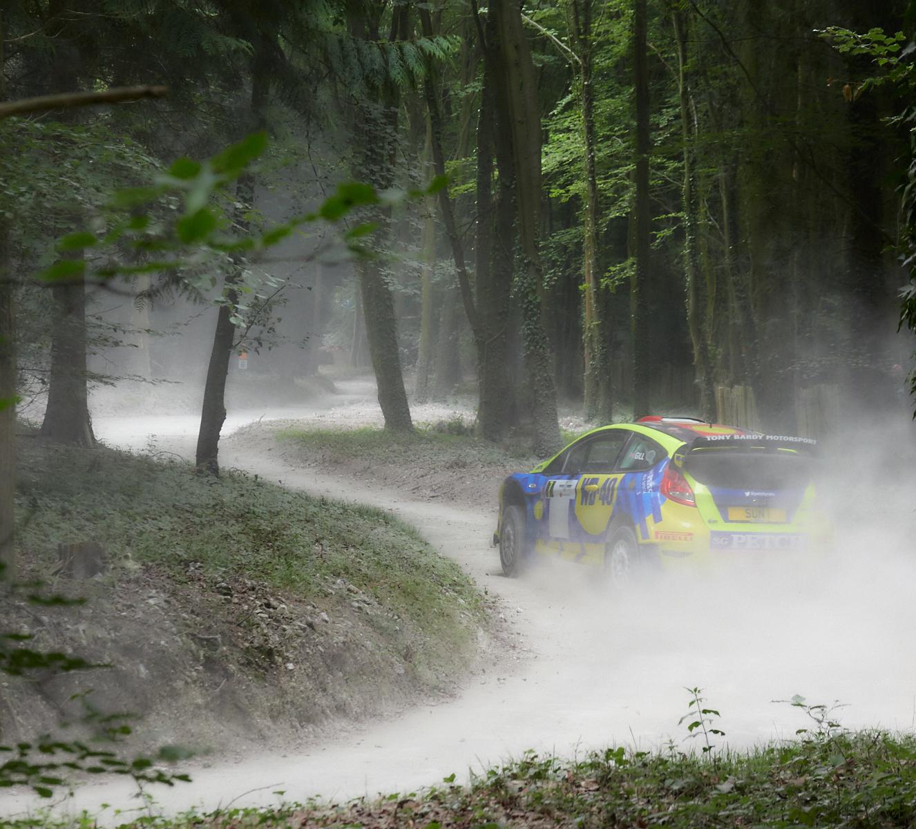 Following the dusty grey road 1600x1200 sRGB.jpg