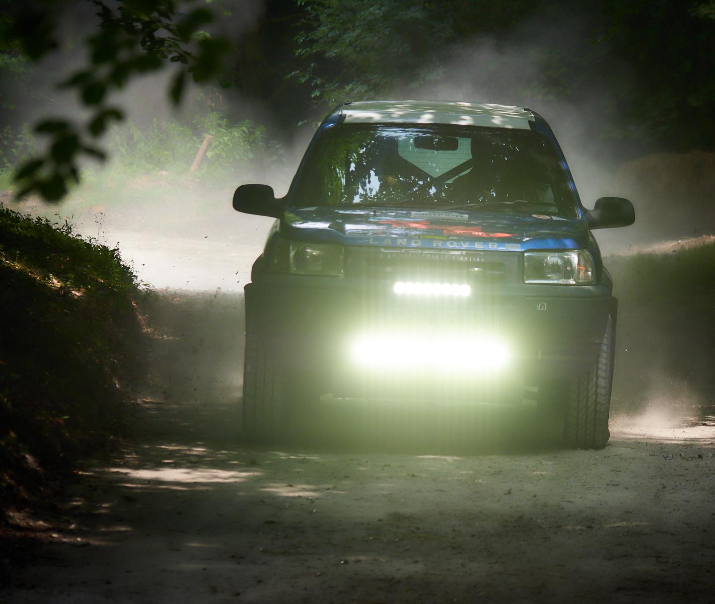 Incoming Land Rover1600x1200 sRGB.jpg