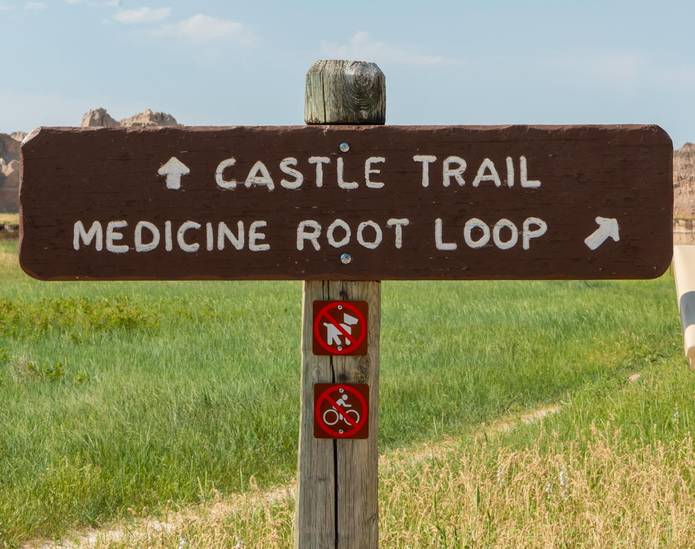 Intersection of Castle Trail and Medicine Root Loop