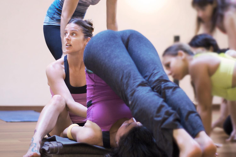 Joan Hyman demonstrating a proper adjustment during a RYS-200 hours Deep Flow Yoga Teacher Training by INNERCITYOGA in Geneve / Geneva