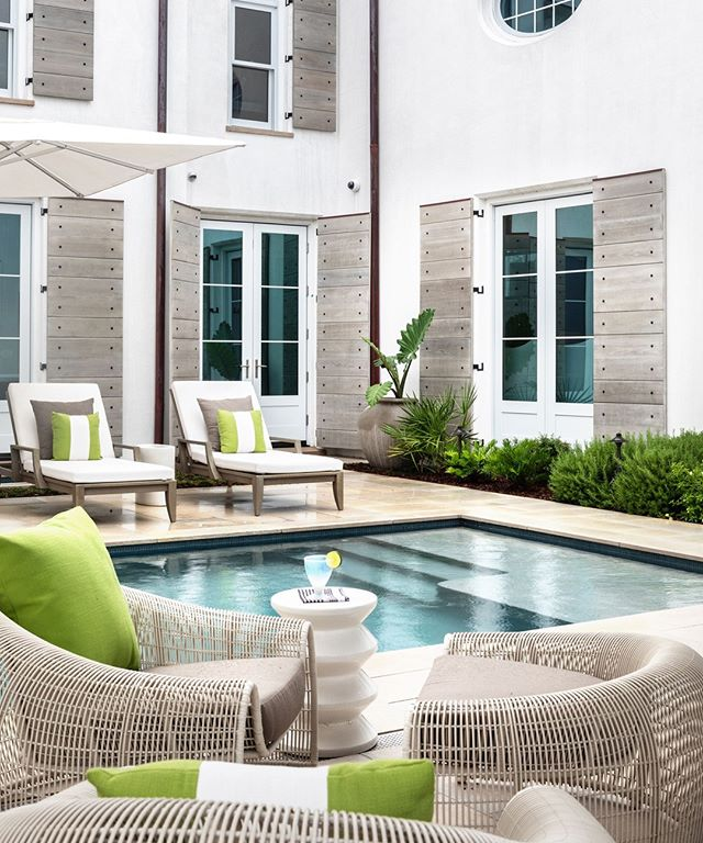 An oasis of maximum relaxation⠀ .⠀ .⠀ .⠀ .⠀ .⠀ #highendinteriordesign #highenddesign #highenddesigner #luxurydesign #luxuryhomes #luxuryrealestate #30a #alysbeach #floridahomes #flashesofdelight #artdesignmag #modernhome #homeswimmingpool #designinspo #designinspiration #beachhome #poolside