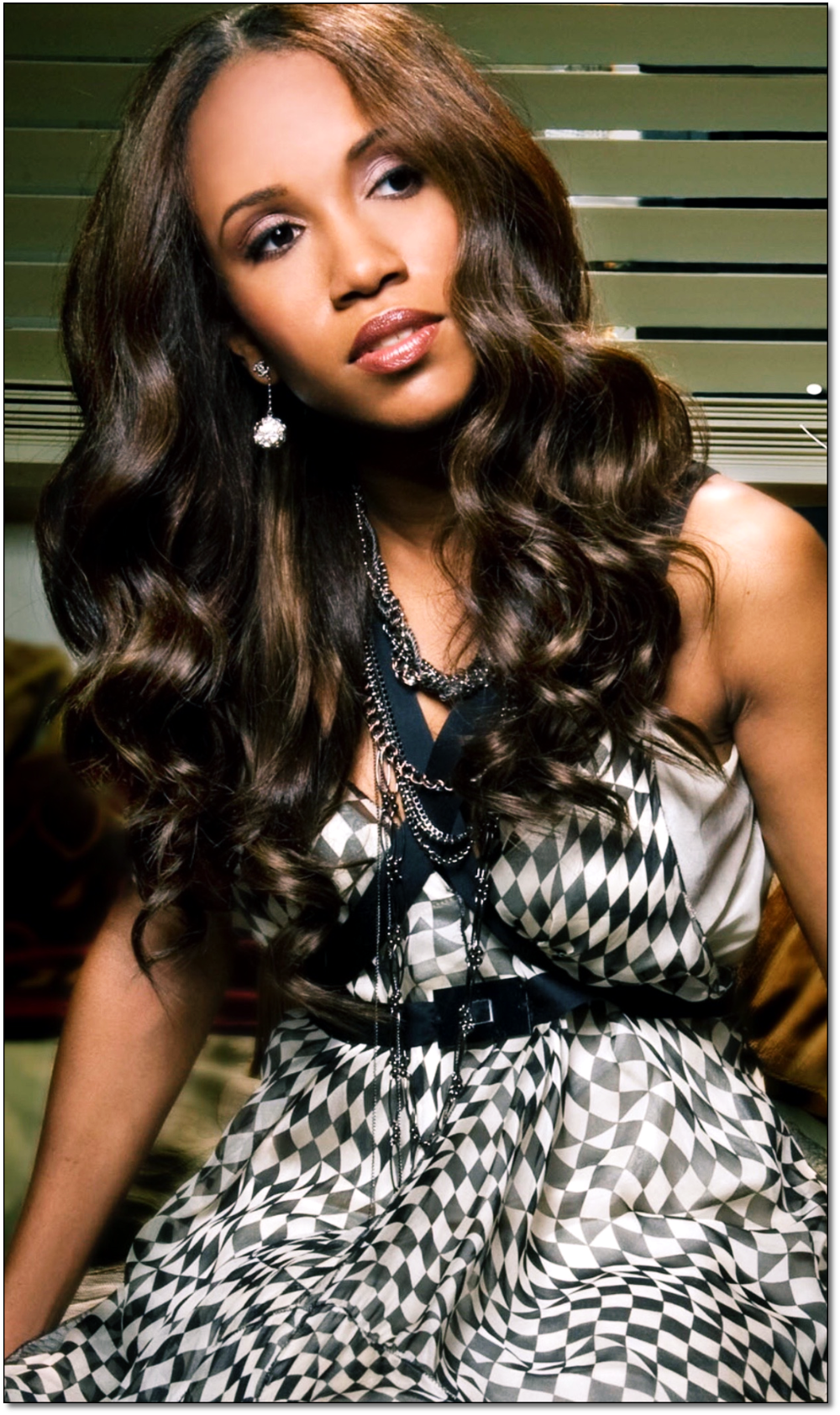 LENGTH & VOLUME - Glamorize your look by adding perfectly matched hair to