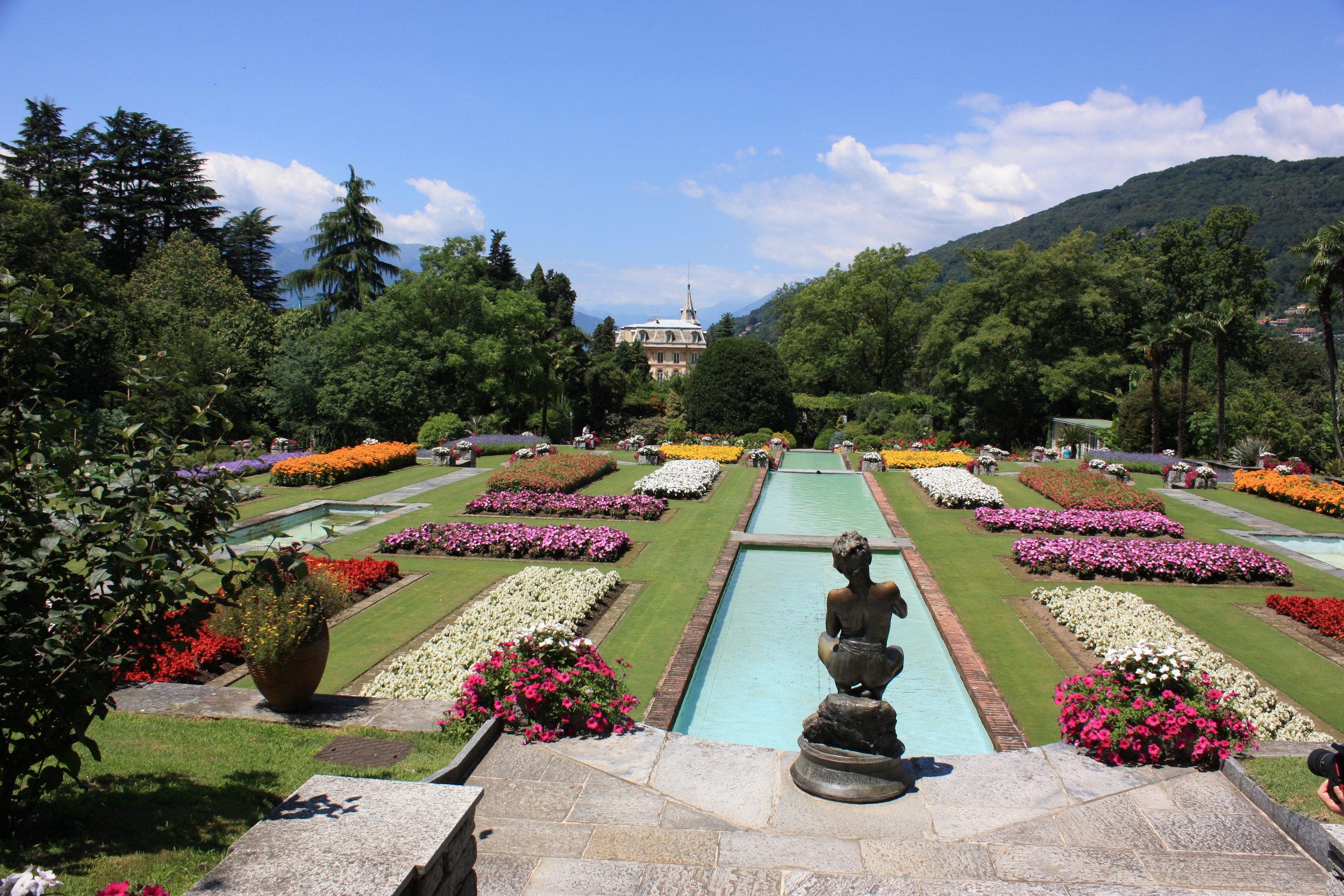 Botanical_gardens,_Villa_Taranto.jpg