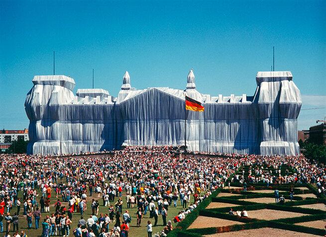 Artist: Jeanne Claude & Christo | Reichstag, Berlin, 1971-1975