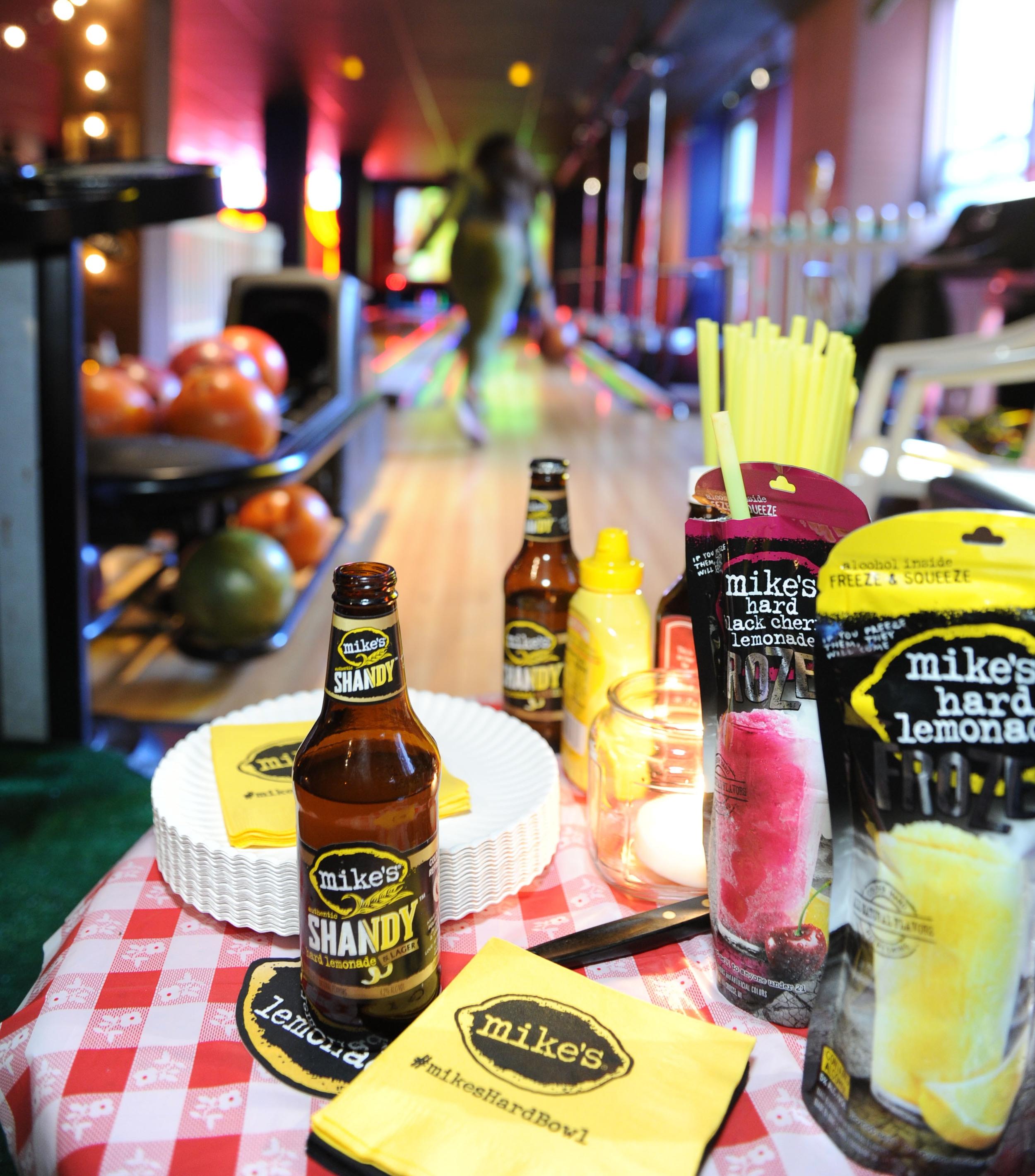 mikes-hard-lemonade-bowl-in-nyc-april-2013_15932330015_o.jpg