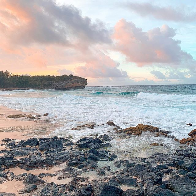 Kaua'i sunrise. I never like to get up early on vacation...except here. 😊 Wishing I was back in the aloha state 🌈. I actually used my phone for a lot more shots this trip and it was nice to give myself a break from carrying my camera all the time. I let go a little bit of capturing the perfect shot. 😌 • • • #shipwrecksbeach #poipukauai #kauaisunrise #landscapephotographer #shotoniphonexs #lightroomedit #pastelsky #hawaiisunrise #thegardenisle #earlymorninglight #goldenhouraesthetic #earlybirdgetstheworm🐛 #hawaiiunchained #createmoreart #creativelifehappylife #pastelsunrise #goldenhourlight