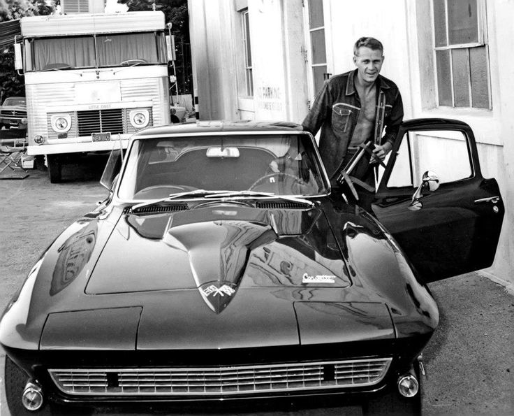 Steve McQueen with a 1966 427 Stingray