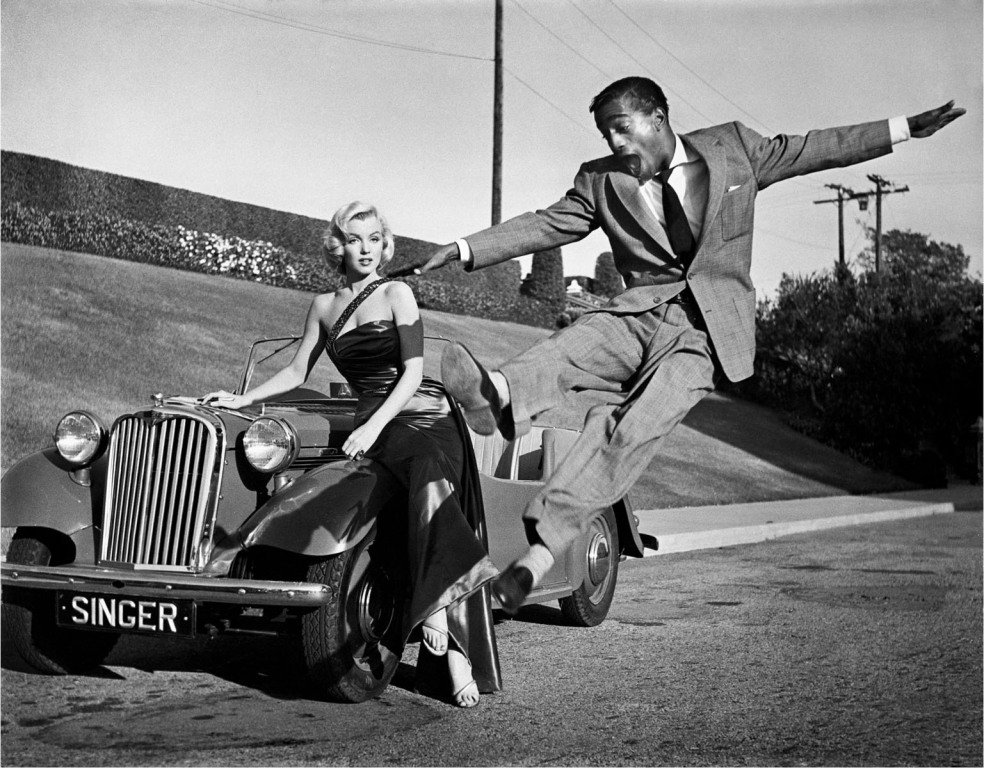 Marilyn Monroe and Sammy Davis Jnr with a Singer