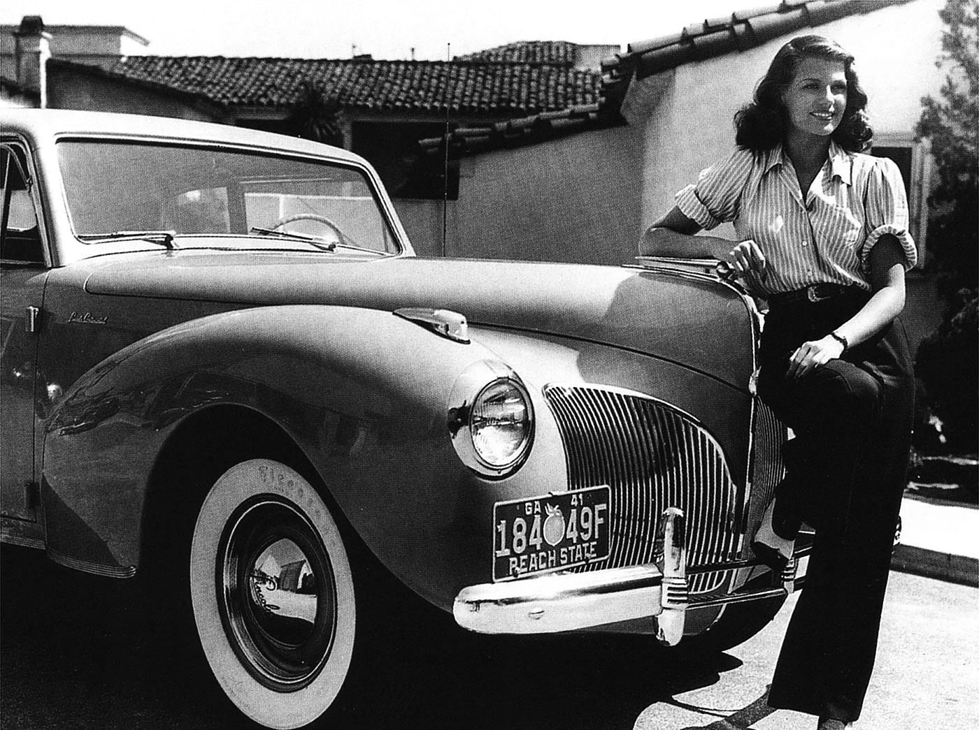 Hollywood star of the 1940s Rita Hayworth and her '41 Lincoln