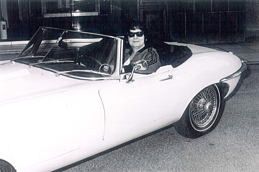 The Big O - Roy Orbison with E-Type convertible