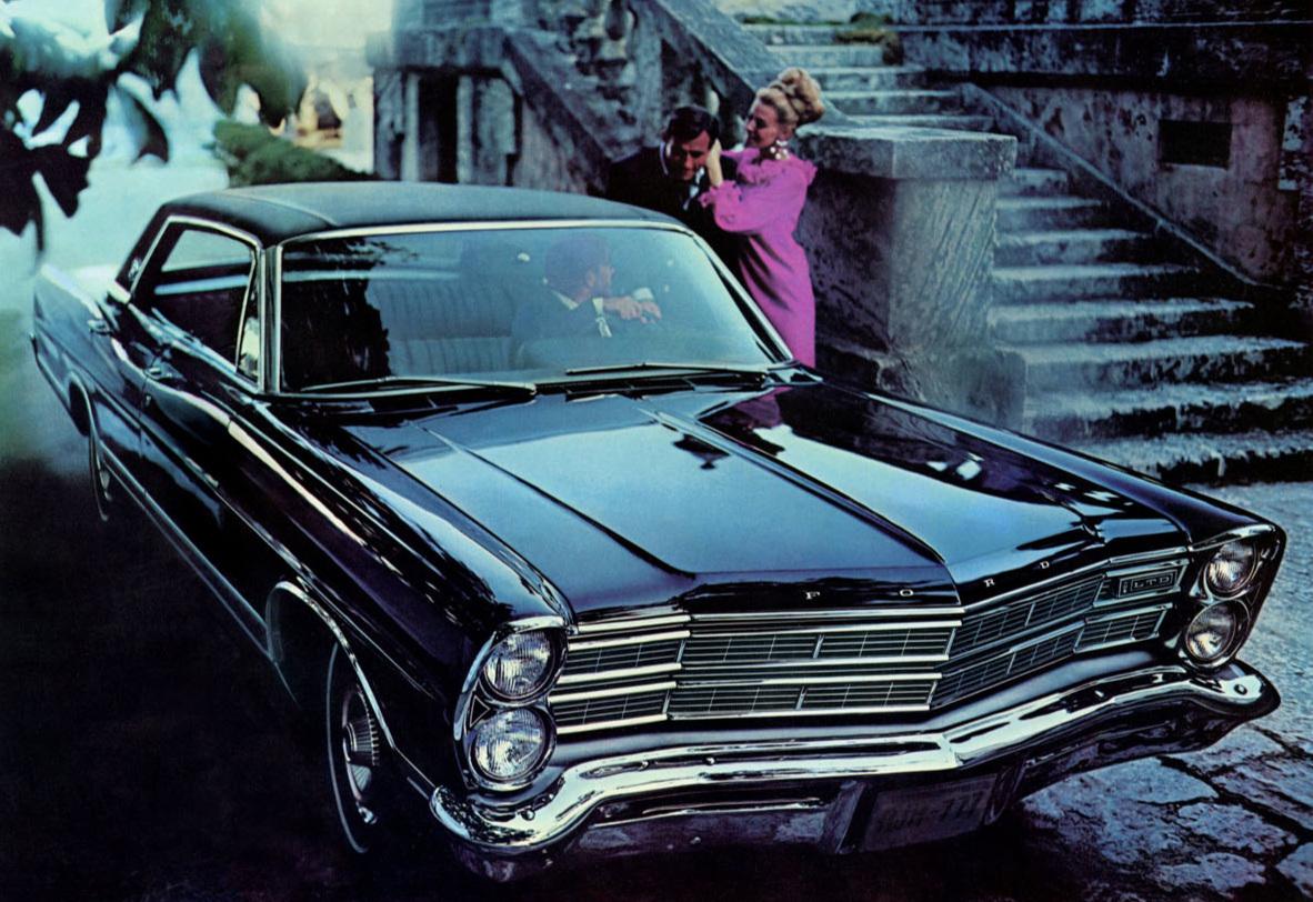 A 1967 Ford LTD hardtop sedan with optional vinyl roof