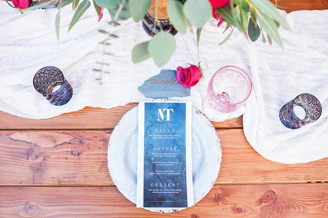 Saturday evenings call for romantic dinners topped with vintage glassware, drop dead gorgeous flowers and #custommenus  . . . . . #pineandcactus #stationer #stationery #weddingstationer #weddingpaper #handmade #customdesign #bespokestationery #detailsmatter #itsinthedetails #weddingmenu #watercolor