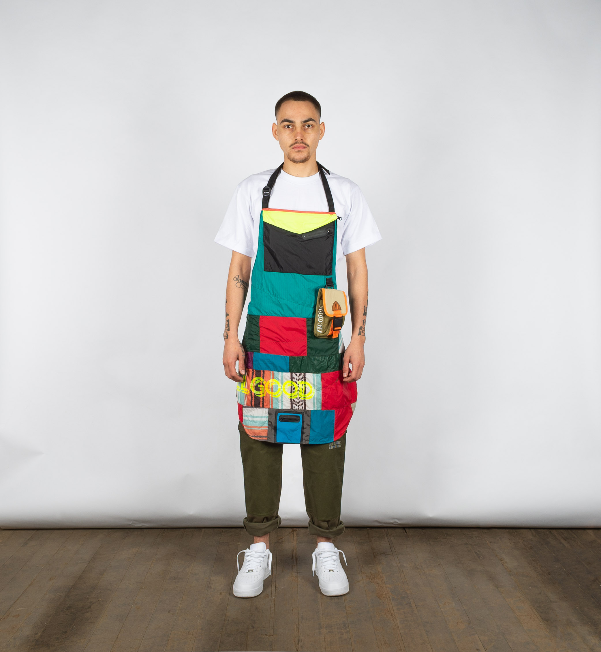 "Packable apron made of nylon jackets in the ""borough"" patchwork style"