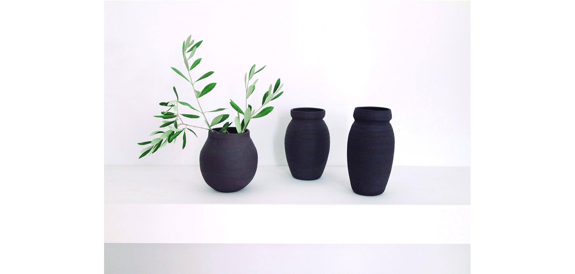 fondo vanner web black vases.jpg