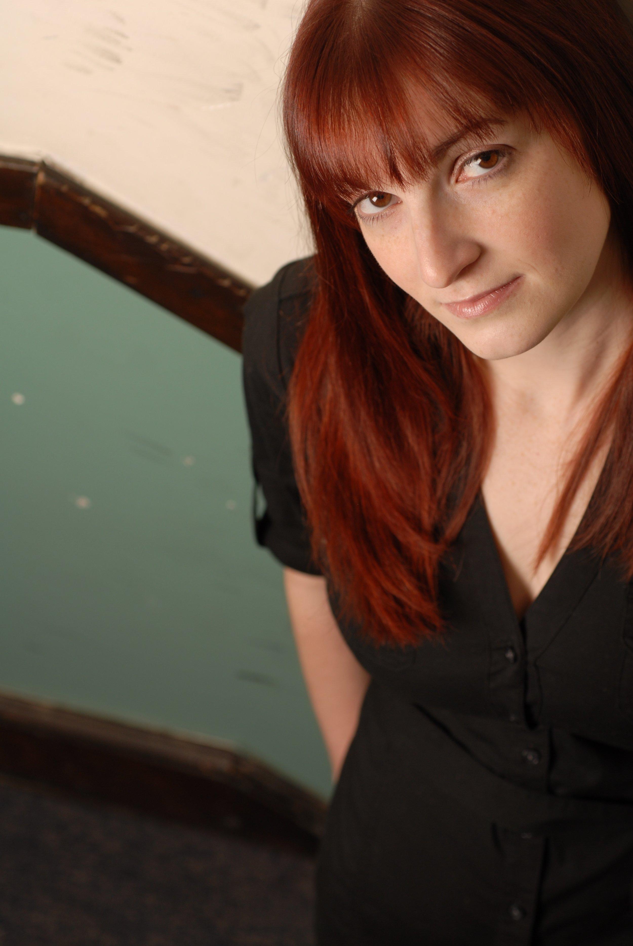 Miona Lee Headshot.jpg