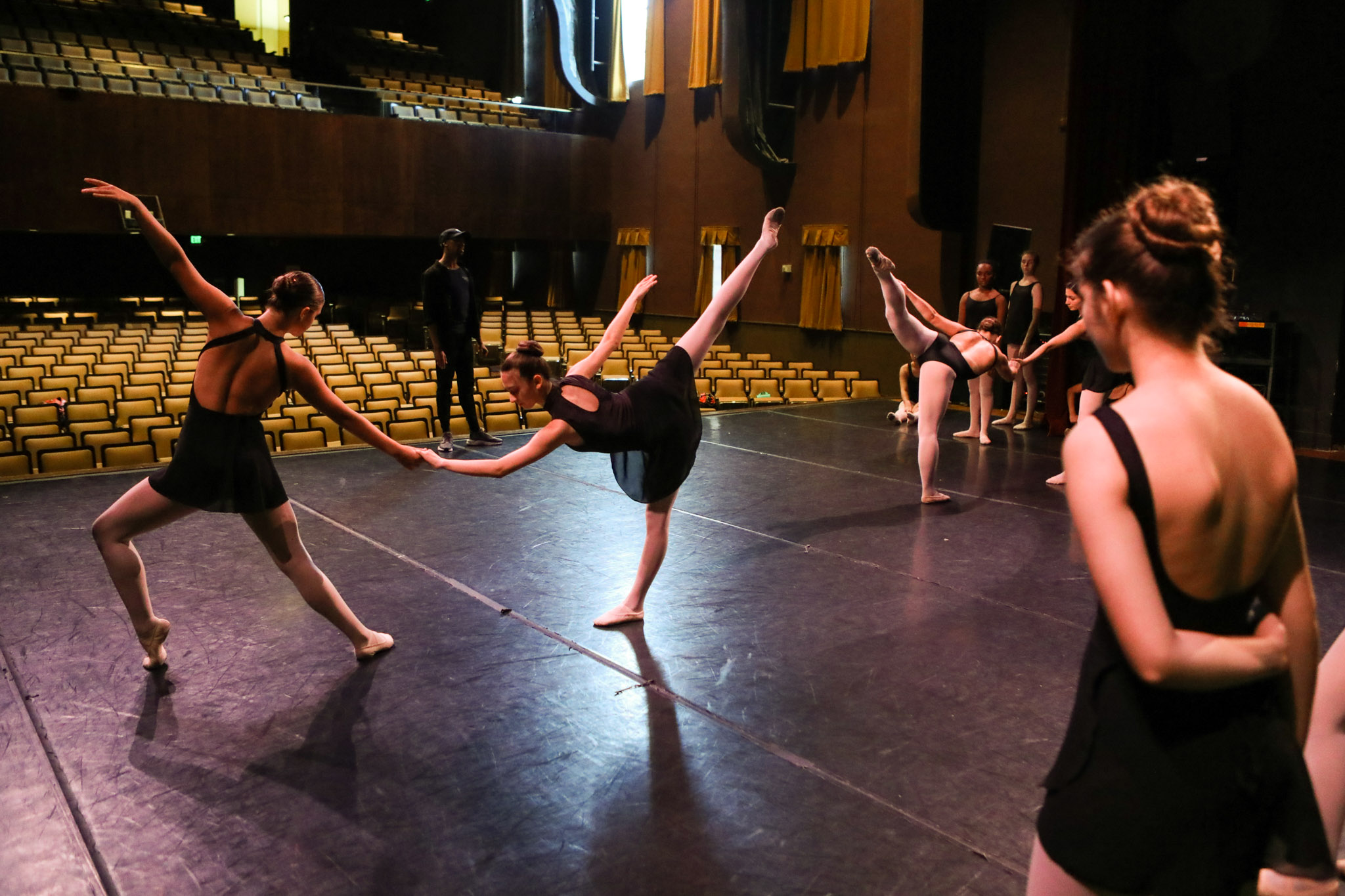 BonnieArbittier_dallas_black_dance_theater_theatre_performance_dance_dancer_dancers_recital_jo_long_caver-2.jpg