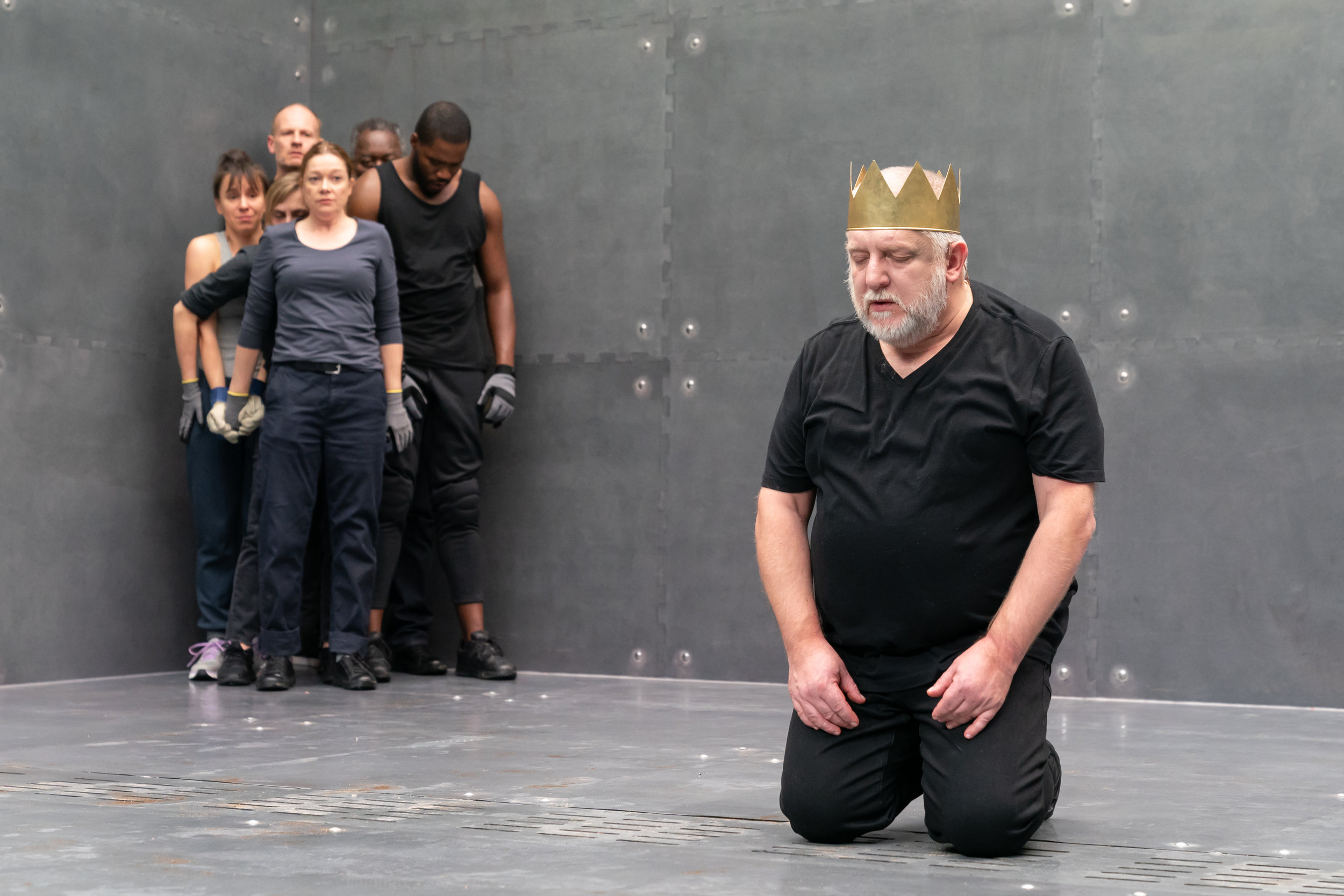 NTL 2019 Richard II - Simon Russell Beale and the company (3). Photo by Marc Brenner.jpg