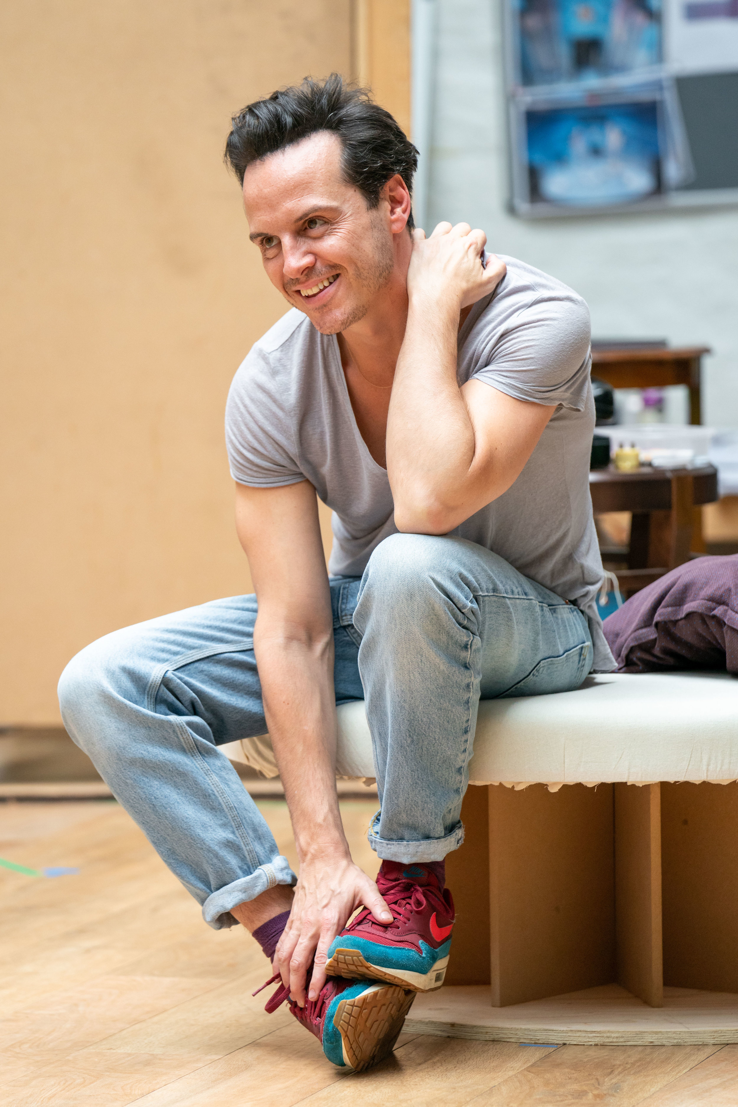 NTL 2019 Present Laughter - Rehearsal Photography by Manuel Harlan - Andrew Scott.jpg