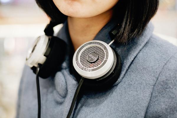 Earphones to listen to podcasts