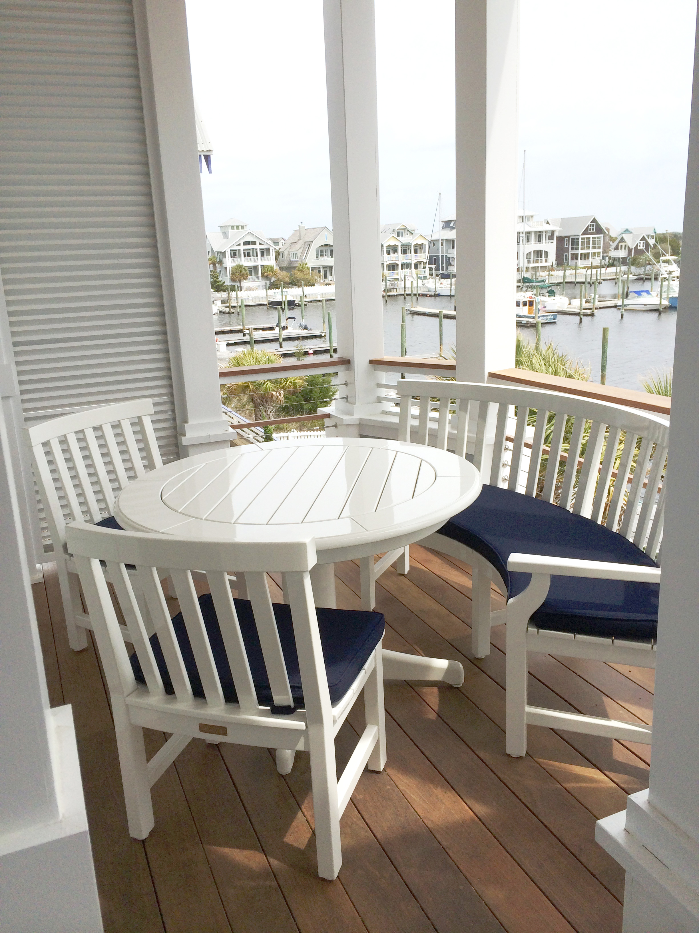 Weatherend table, chairs and bench in the outdoor breakfast nook.