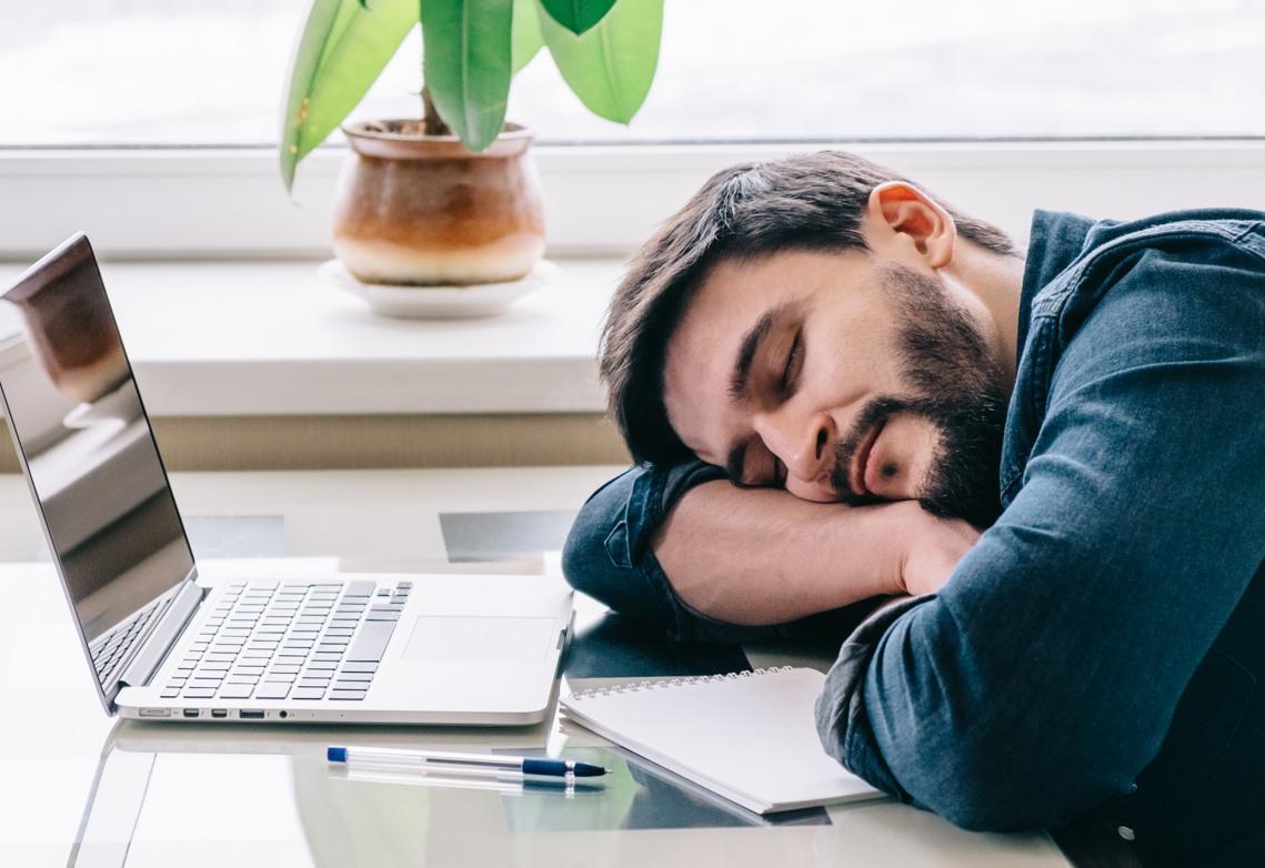 millennials-bored-work.jpg