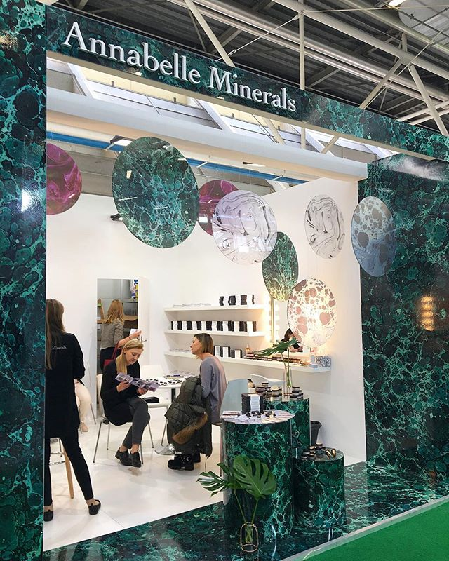 Stoisko dla @annabelleminerals_pl na targach w Bolonii🌿 #windowstoriesbymalwa #newproject #vm #visualmerchandise #retaildesign #cosmoproof #cosmeticfair