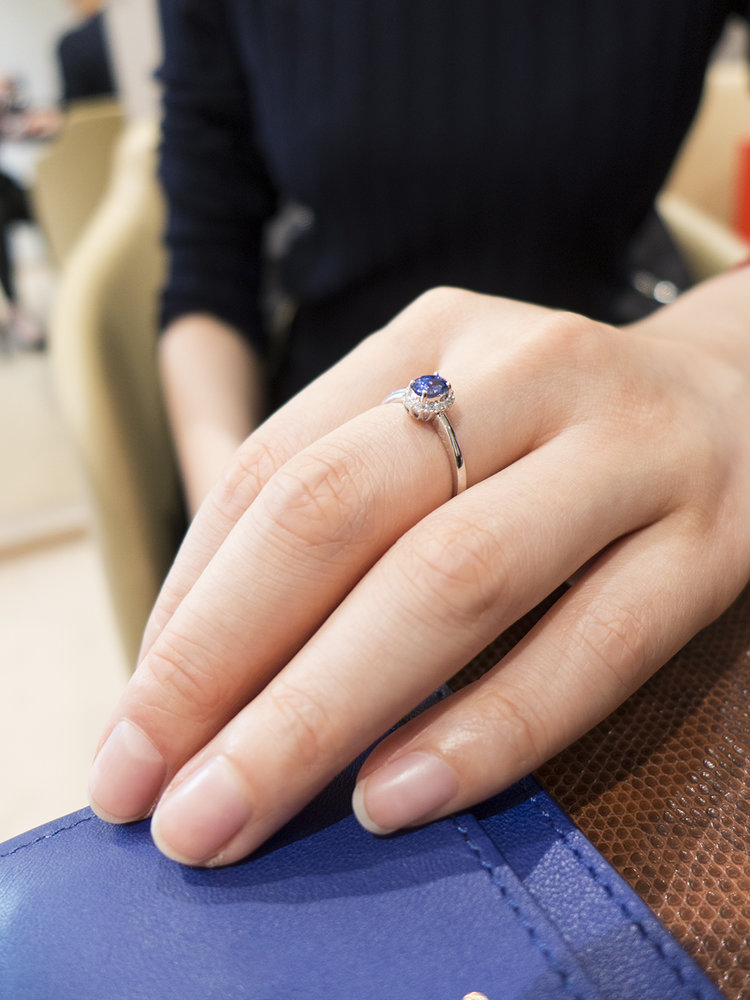 0.5 ct sapphire ring with VS side diamonds and white gold