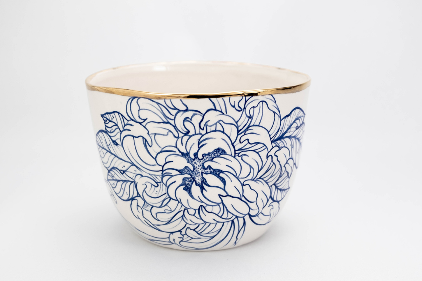 Serving bowl hndpainted porcelain chrysanthemum flower pot high serving bowl gold rim tattoo design luxury made by hand Berlin Antikapratika.jpg