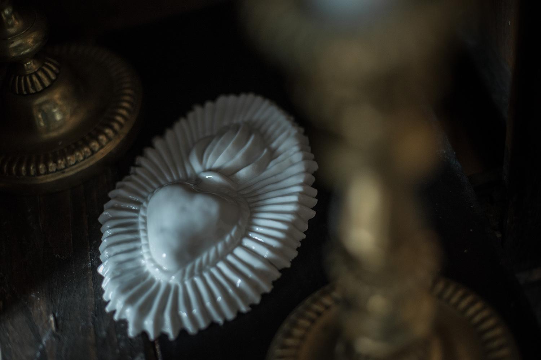 ex voto white ceramic sacred heart flame heart porcelain handmade votiv object wunderkammer Berlin Antikapratika .jpg