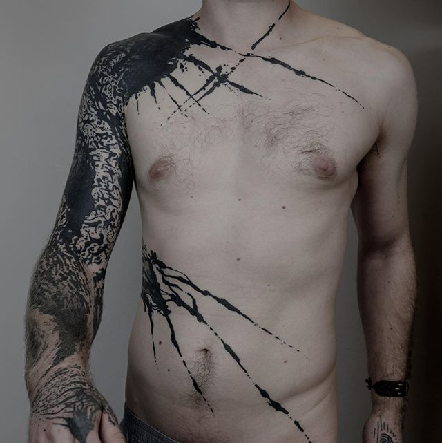 Pure instinct black ink on Florian. Thank you for let me having fun ! . -Hands and back figures not from me- . #contemporarytattoo  #modernmaker  #blackink  #blacktattoos  #blacklines  #graphictattoo  #splashes  #bodyarttattoo  #forevertattoo  #onlythedarkest  #blackworker  #blackworkersubmission  #tttism  #darkartist  #darktattoo  #sgraffito  #support_good_tattooing  #berlintattoo  #berlintattooers  #tattooberlin  #berlinart  #madeinberlin  #prenzlauerberg  #tttpublishing  @blut_und_eisen_tattoo  @tttism  @tatowiermagazin  @tattoolifemagazine  @tattooartistmagazine  @inksociety_mag