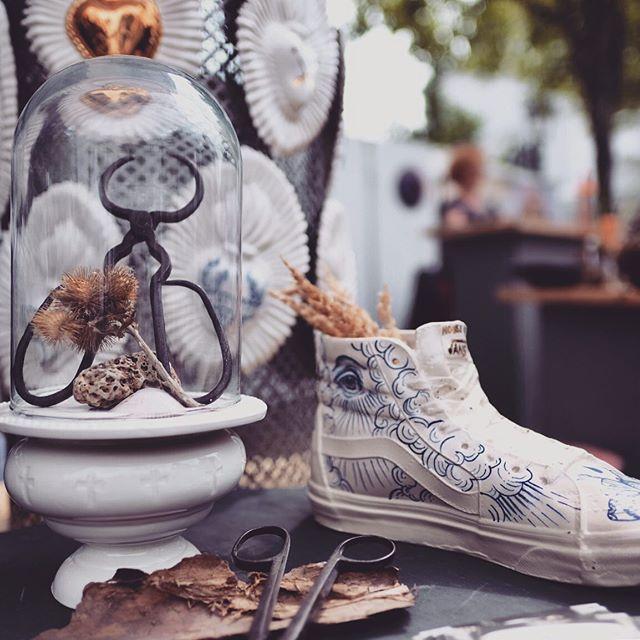 Impression from the #keramikmarkt in #siegburg . . #porzellan  #madeingermany🇩🇪 #tattooedporcelain  #handmadepottery  #madeinberlin  #berlinerporzellan  #berlinart  #berlintattooers  #ceramique  #bonn  #keramik  #wafflehead  #vansshoes  #cabinetdesign  #cabinetdecuriosités  #wunderkammer  #wunderkammerngallery  #exvoto  #tattoolifestyle