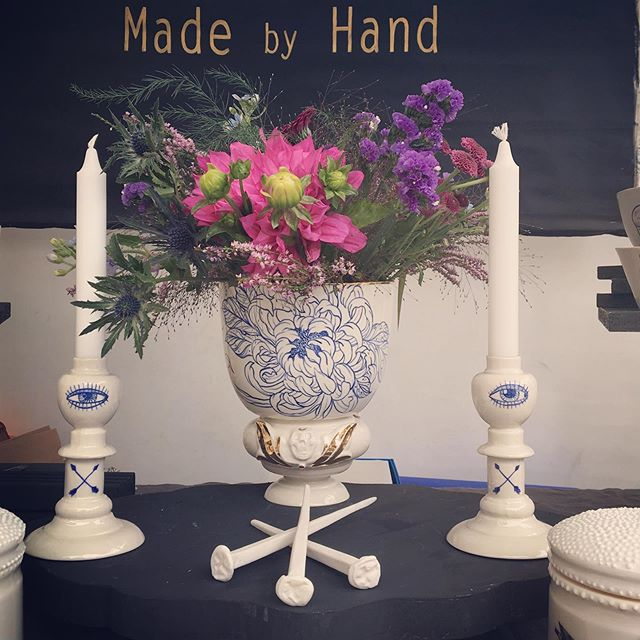 Chrysanthemum vase, a new entry of our @tattooedporcelain collection  Have a look at #kolwitzmarkt today in #berlin. . . #berlintattoo  #berlintattooers  #berlinart  #chrysanthemums  #porcelainart  #handpaintedporcelain  #blueandwhiteforever  #madeinberlin  #handmadeinberlin  #candleholders  #whiteblue  #flowerpower  #ceramicreview  #neuekeramikmagazine  #ceramique  #schönerwohnen  @visit_berlin  @tattookulturemagazine  @blut_und_eisen_tattoo  @awesomeberlin  @berlintattooists  @tatowiermagazin @inkedmag