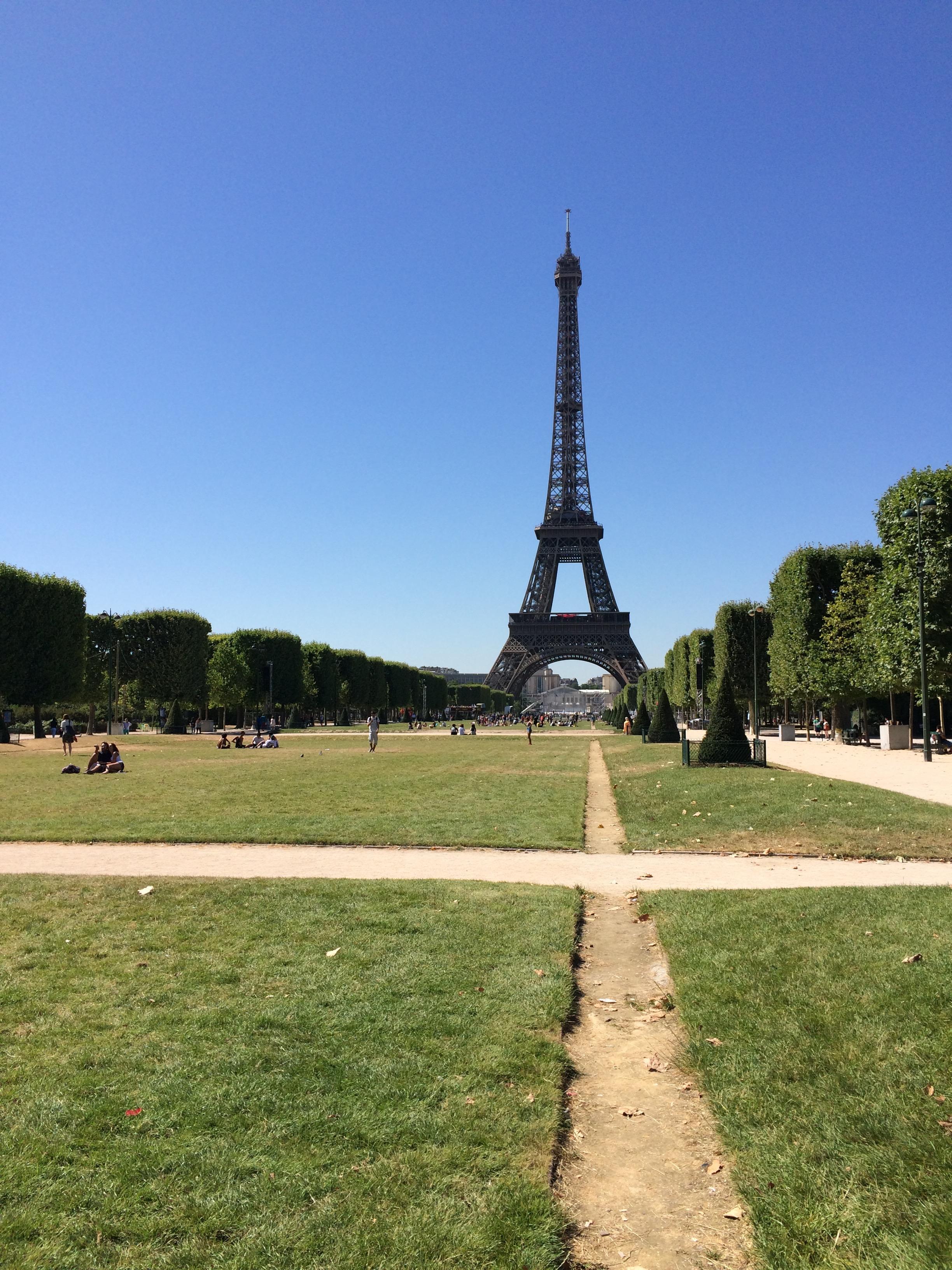Tour Eiffel view from Champ-de-Mars